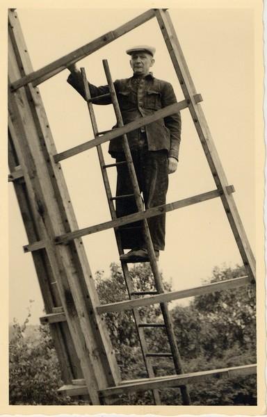 Müller Sievers bei der Restaurierung (um 1950)