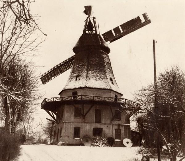 Die zerstörte Windmühle 1942