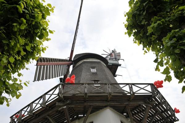 Windmühle festlich geschmückt