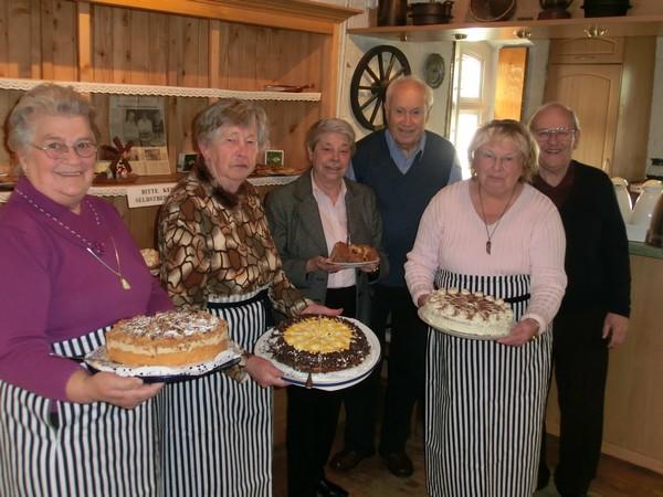 Selbstgebackener Kuchen für das Seniorencafé